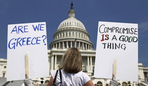 Демонстрация в Америке по поводу ухудшения ситуации с государственными долгами