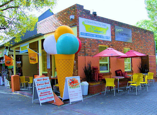 Вариант внешнего дизайна кафе-мороженого